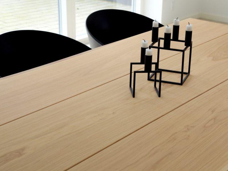 Plankebord i egetræ lys behandling