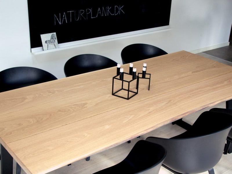 Matbord av 3 plankor i ek