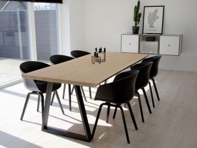 matbord i massiv ek